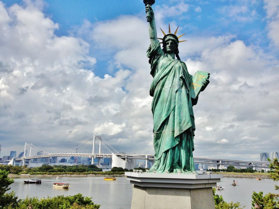 statua wolności na odaibie
